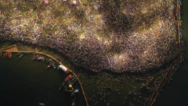 Maghi Purnima 2019 Shahi Snan at Kumbh Mela: These Stunning Pictures From Prayagraj Show Thousands of Devotees Being Part of Holy Bath
